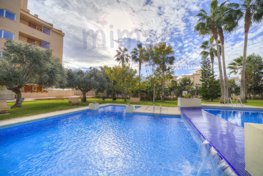 Apartamentos con piscina en El Abir